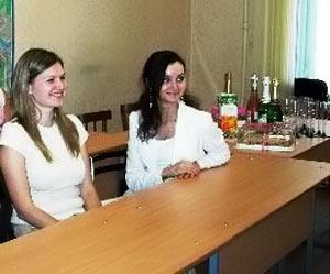 Юля Ракова и Оксана Васильченко. Выпускницы Школы переводчиков-референтов